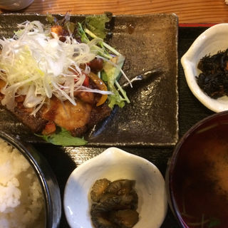 白身魚の唐揚げ定食(上総屋 眞吉 (かずさやしんきち))