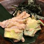 地鶏ささみとアボカドの明太マヨ和え(山内農場 なんば千日前店 )