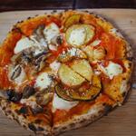 きのこのピザ x 地元野菜のピザ