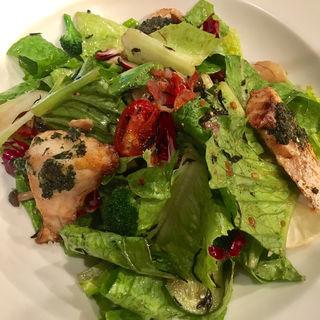 鮮魚の香草焼き・オリエンタルサラダ(RIGOLETTO BAR AND GRILL (リゴレット バー アンド グリル))