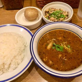 チキン豆カリー+インド豆のサラダ(エチオピアカリーキッチン 御茶ノ水ソラシティ店 )