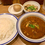 チキン豆カリー+インド豆のサラダ