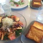 スーパーフードと鶏胸肉のケールサラダ フレンチチアシードドレッシング