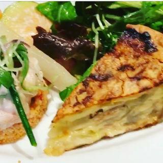 ランチの前菜盛り合わせ キッシュとクスクスなど(ビストロモナミ (Bistro Mon vieil Ami))
