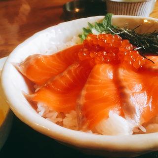 サーモンいくら丼(上総屋 眞吉 (かずさやしんきち))