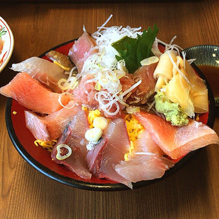 特盛てんこ丼(日替り)(魚がし食堂 )