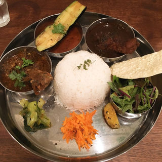 3curry plate(グナグナカリー (GUNA GUNA CURRY))