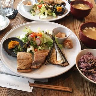 焼き魚三種盛定食(さば・さんま・ほっけ)(シゼン )
