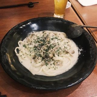 きのこと炙り鶏のクリームうどん(あんぷく )
