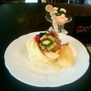 洋梨とモンブランのパンケーキ(カフェアンジェ (Cafe Ange))