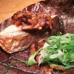 鮭と茸の朴葉味噌焼き