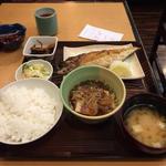 焼き鯖と肉豆腐定食