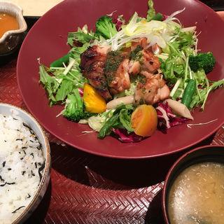 彩り野菜バジルチキン定食(大戸屋 稲毛ワンズモール店 )