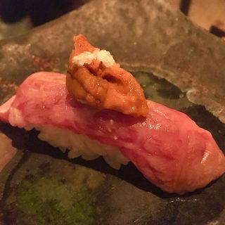 肉寿司に雲丹を乗せたもの(ボヘミアン ニシアザブ (BOHEMIAN-Nishiazabu-))