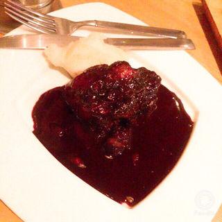 豚バラ肉のとろとろ赤ワイン煮込み(ポークチョップス (PORK CHOPS))
