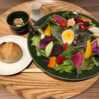 サラダランチ(GREEN TEA RESTAURANT 1899 OCHANOMIZU (グリーン ティー レストラン イチハチキュウキュウ))