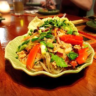 グラスヌードルサラダ(Ban Thai )
