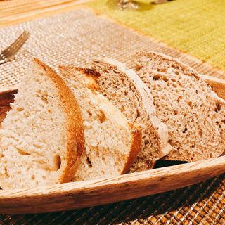 パン 二種(ペペロッソ )