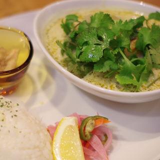 海老と野菜のグリーンカレー パクチー大盛り(spiceスエヒロ (スパイススエヒロ))