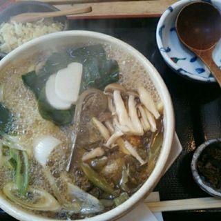 山菜鍋焼きうどん(うどん山菜 塩屋 (うどんさんさい しおや))