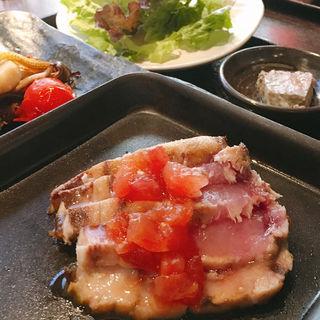 鮮魚のレアステーキ(古民家ビストロ 狸)