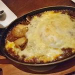 ラクレットチーズと卵のスパイシー焼きカレー(サラダ付き)