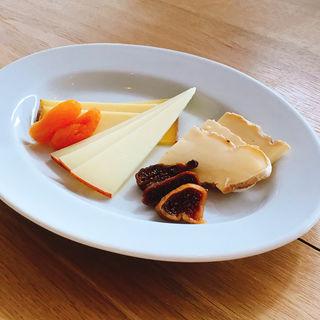 チーズの盛り合わせ(山のテーブル)