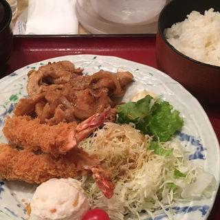 エビフライと生姜焼き定食(築地食堂 源ちゃん 池袋サンシャインシティ店 )