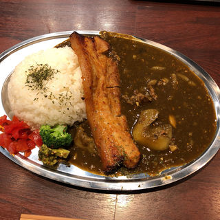 Japanese BUTA Curry トロトロ和牛スジ肉の豚骨カレー(替玉商店)