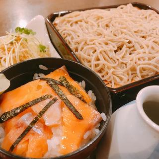 サーモン小丼セット(蕎麦 の澤)