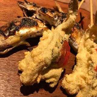 【黄金コース】串 - 本日のおすすめ四本 : モッツァレラチーズ ブルーベリーソースがけ(こがね)