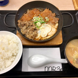 チキンカツの牛すき鍋定食(かつや 秋葉原中央改札口店 )