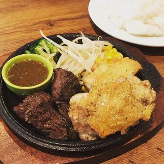 牛ハラミ肉と鶏もも肉の香草焼き(パスタバル マルナカ商店)