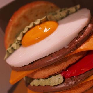 ハンバーガーのようなケーキ(モンシェール 堂島本店 (Mon cher))