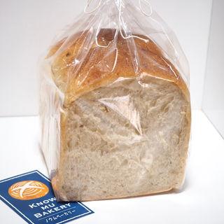 玄米食パン(1斤)(ノウ ム ベーカリー (Know mu Bakery))
