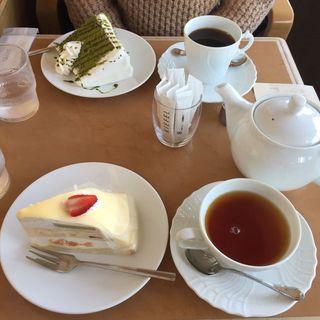 ケーキセット 抹茶シフォン、ミルクレープ(喫茶店 キーフェル 阪急32番街店 (キッサカン キーフェル))
