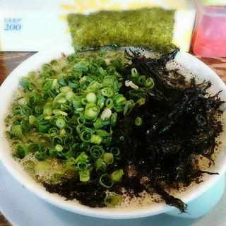 赤とんこつラーメン(博多ラーメン ぞんたく 割山店 (Zondaq))