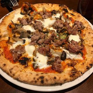 自家製サルシッチャとキノコ、モッツァレラのトマトソース(ピッツェリア・エ・バール・レガーメ (Pizzeria e bar LEGAME))