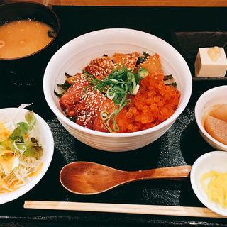 鮮魚といくらの海鮮丼(旬味創作料理 しゃらく)