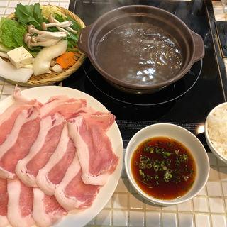 豚しゃぶしゃぶ定食・肉多め(岩津屋 )