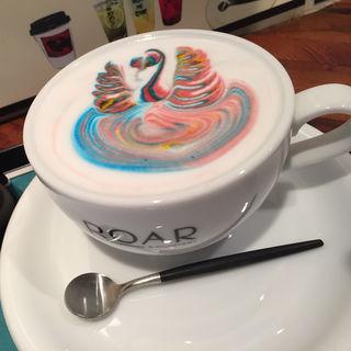 カフェラテ レインボー(ロアーコーヒーハウス&ロースタリー (ROAR Coffee House & Roastery))