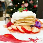 ジャージークリームと苺のクリスマスパンケーキ