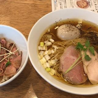 地鶏ラーメンと豚丼セット(はや川)