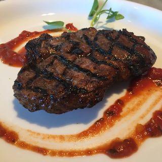 三河ポーク肩ロース250Gのグリル 八丁味噌風味 マリナラソース(Johnnie's Brasserie)