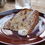 ピスタチオとクランベリー・チョコチップのバナナケーキ