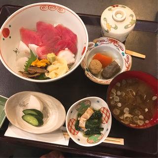 海鮮丼ランチ(限定15食食べごたえある具沢山の丼料理長お勧め)(三田 竹若 (みたたけわか))
