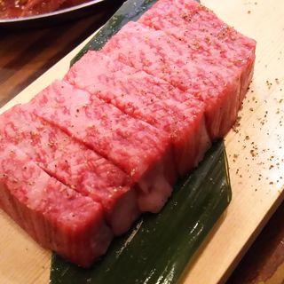 本日、最高に美味しいお肉(トモサンカク)(焼肉ホルモン焼 鶴見ホルモン劇場 )