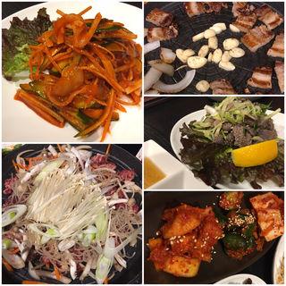 サムギョプサル、プルコギ、生センマイ、イカフェ…(韓国料理 金家 (キムチップ))