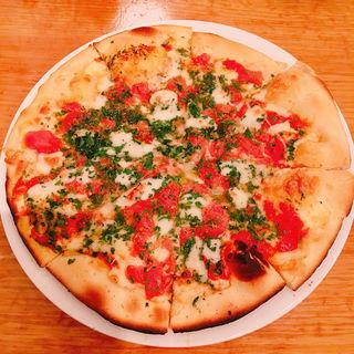 モッツァレラチーズとフレッシュトマトのピザ(サルティンボッカ (TRATTORIA SALTIMBOCCA))