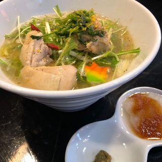 鶏の水炊きそば〜関西ノス白湯ベース(ロックンビリーS1 (スーパーワン))